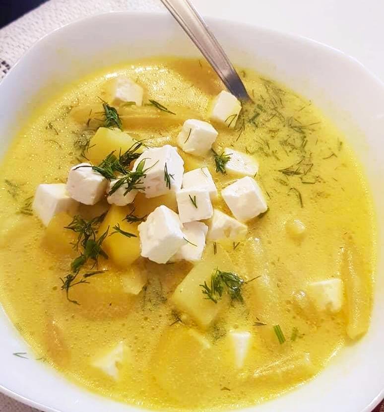 Zupa z ziemniakami, fasolką i serem feta